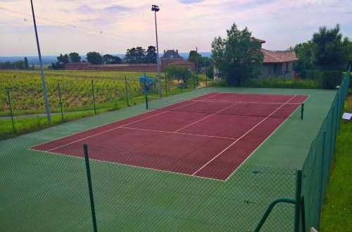 Tennis ou squash au sein de le camping ou à proximité