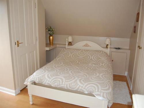 A bed or beds in a room at Bramble Cottage 1, 2 & 3