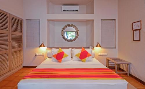 Кровать или кровати в номере Adaaran Club Rannalhi