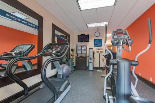 The fitness center and/or fitness facilities at Hampton Inn Bellevue/Nashville I-40 West