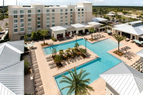 A view of the pool at TownePlace Suites Orlando at FLAMINGO CROSSINGS® Town Center/Western Entrance or nearby