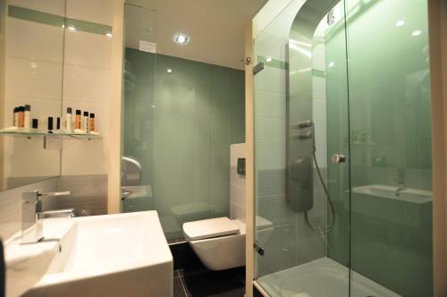 Salle de bains dans l'établissement Hotel Europole