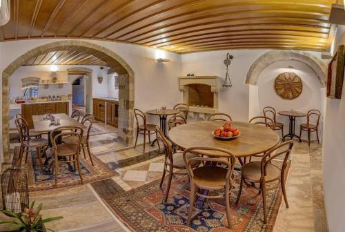 Restaurant ou autre lieu de restauration dans l'établissement Malvasia Traditional Hotel