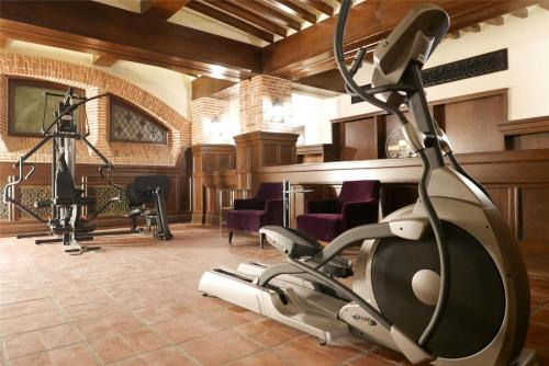 The fitness center and/or fitness facilities at Metropolo Classiq, Shanghai, Bund Circle