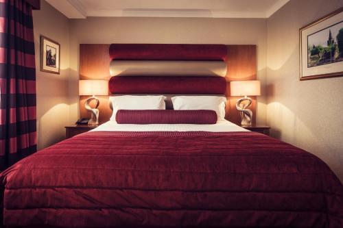 A room at Carlton George Hotel