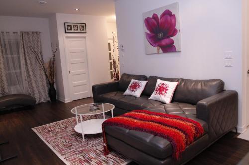 A seating area at Maison de ville confort