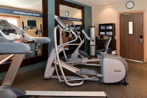 The fitness centre and/or fitness facilities at Hampton Inn Closest to Universal Orlando