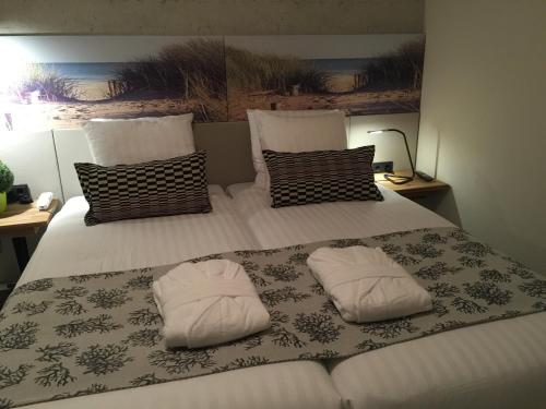 A bed or beds in a room at France Hotel