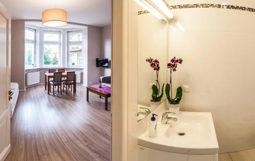 A bathroom at Emaus Apartments