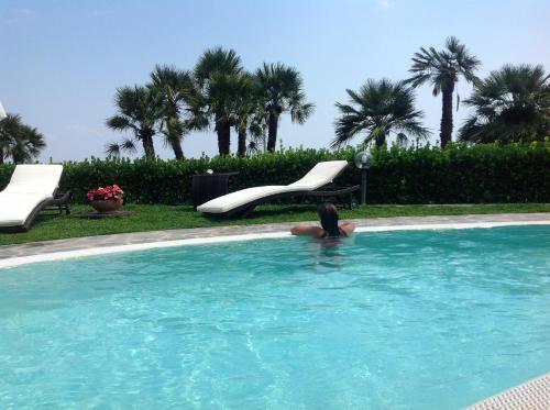 The swimming pool at or close to Villa Minuta