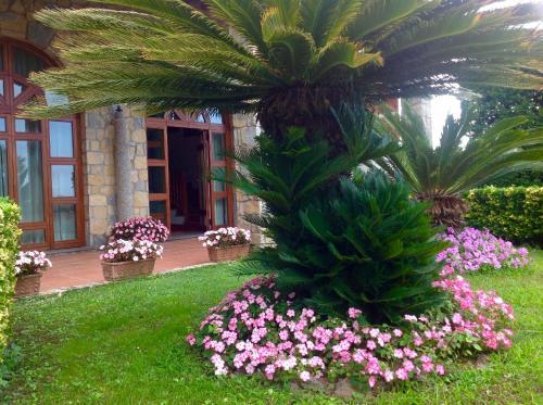 A garden outside Villa Minuta
