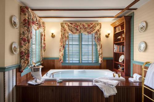 A bathroom at Captain's House Inn