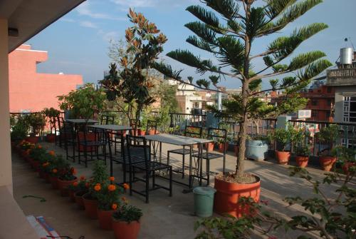 Un patio o zona al aire libre en Kathmandu Madhuban Guest House