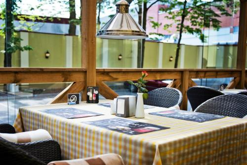 A restaurant or other place to eat at Memel Hotel
