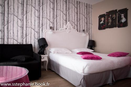 Cama ou camas em um quarto em Idéal Hôtel Design