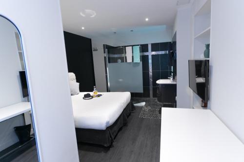 Um banheiro em Idéal Hôtel Design
