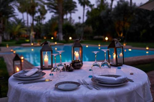 A restaurant or other place to eat at Dar Ayniwen Garden Hotel & Bird Zoo