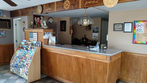The lounge or bar area at Traveler's Uptown Motel