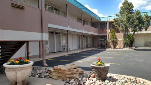 A patio or other outdoor area at Traveler's Uptown Motel