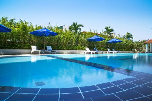 The swimming pool at or close to Rose Garden Residences