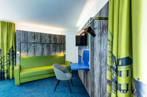 The lounge or bar area at Ibis Styles Tubingen