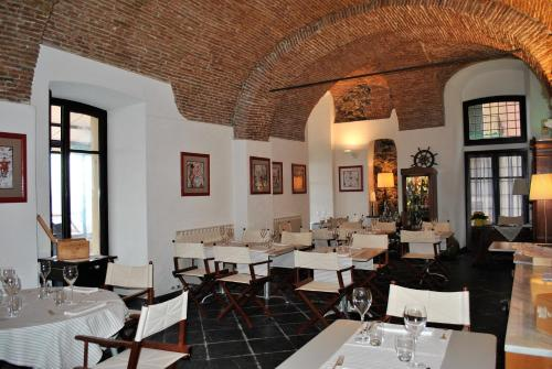 A restaurant or other place to eat at Hotel Residence Baiadelsole