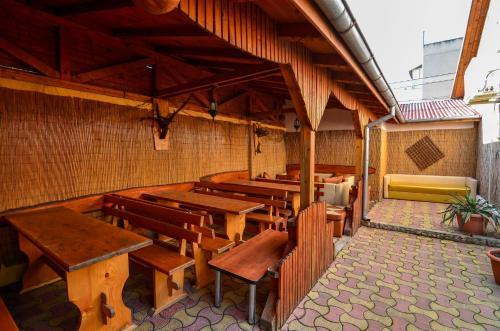 Un restaurant sau alt loc unde se poate mânca la Pensiunea Milică