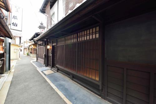 The facade or entrance of Takeya Kitano Honkan