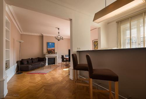 The lounge or bar area at LE 50 luxury apartment