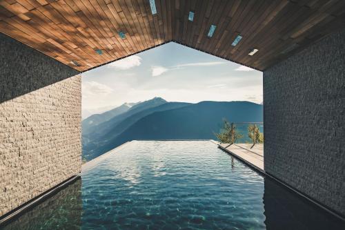 Der Swimmingpool an oder in der Nähe von Miramonti Boutique Hotel