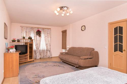 Гостиная зона в Apartment on Hohryakova 74, 1 room flat