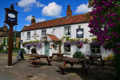 A porch or other outdoor area at The Castle Arms Inn