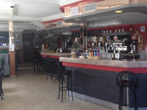 El salón o zona de bar de Hostal Salones Victoria
