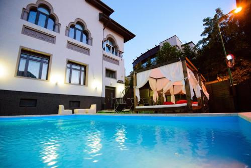The swimming pool at or close to Cetate Residence