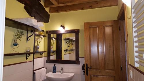 Un baño de Apartamentos La Plazuela