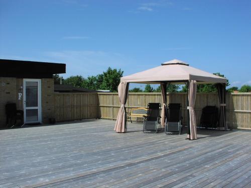 En terrasse eller udendørsområde på Hotel Strandvejen Apartment 4