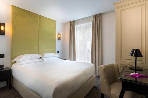 A room at Hôtel La Comtesse
