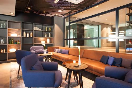 The lounge or bar area at Bilderberg Europa Hotel Scheveningen