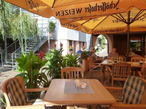 Ein Restaurant oder anderes Speiselokal in der Unterkunft Landgasthof Steller