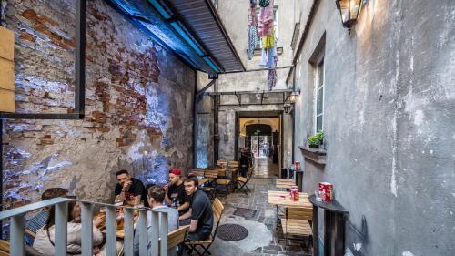 Reštaurácia alebo iné gastronomické zariadenie v ubytovaní The Little Havana Party Hostel
