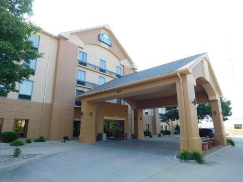 The facade or entrance of Days Inn & Suites by Wyndham Cedar Rapids