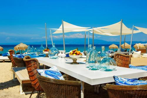 A restaurant or other place to eat at Ilio Mare Hotel
