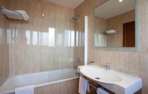 Un baño de Hotel Galaico