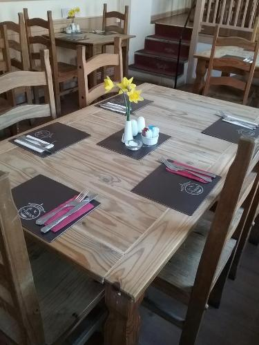 A restaurant or other place to eat at The White Swan - Swanage