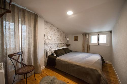 A bed or beds in a room at Heart of Pamplona Apartments I