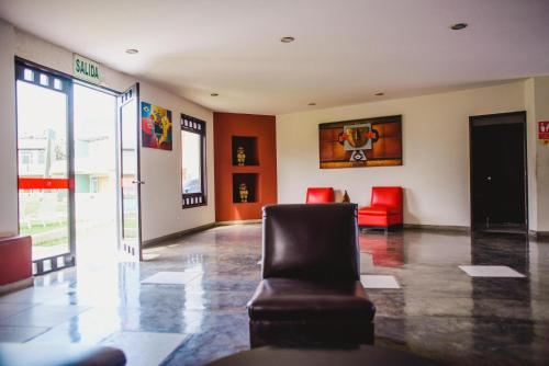 The lobby or reception area at La Posada de Santa Maria