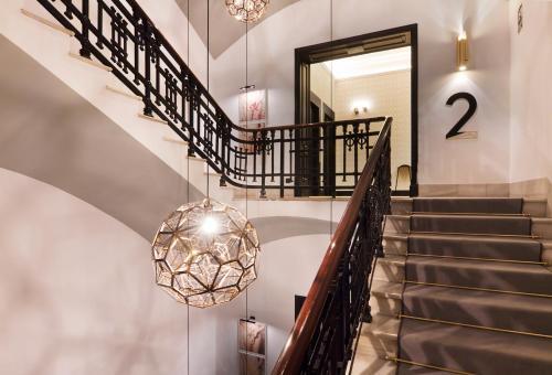 The lobby or reception area at One Shot Palacio Reina Victoria 04