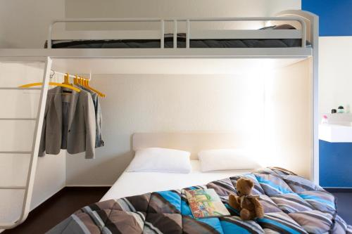 A bed or beds in a room at hotelF1 Sens Nord