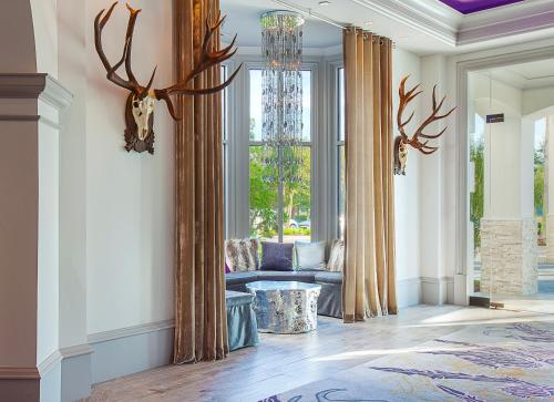 A seating area at Castle Hotel, Autograph Collection