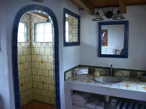 A bathroom at Pigeon Cay Beach Club
